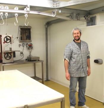 Julien Frayssinhes, gérant de l'Atelier de découpe