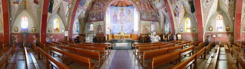 Vue panoramique de l'église d'Alban