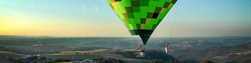 Montgolfiere au dessus du plateau © CDT