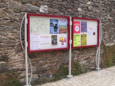 Panneau d'affichage culturel à Ambialet